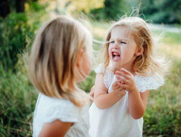 conflict fete cetându-se