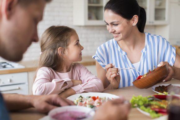 Read more about the article Cum le influențează alimentația starea de sănătate a copiilor?
