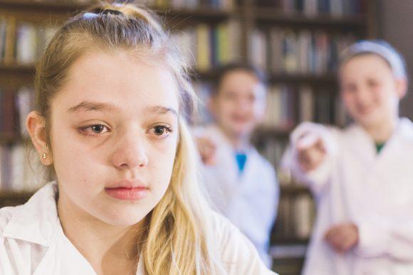 Read more about the article Cum se manifestă anxietatea socială la copii? 7 sfaturi pentru a o ține sub control