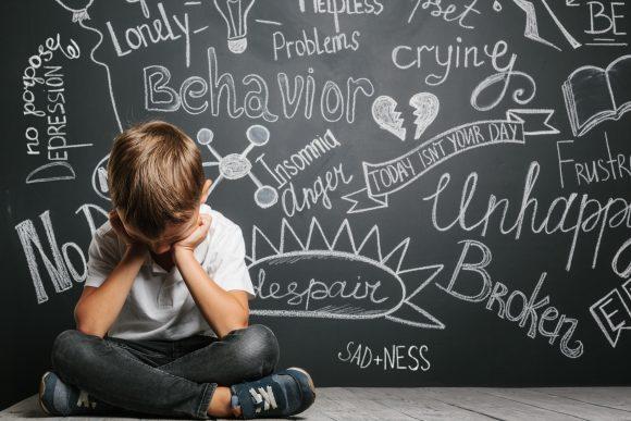Read more about the article Cum îți dai seama dacă copilul tău suferă de anxietate
