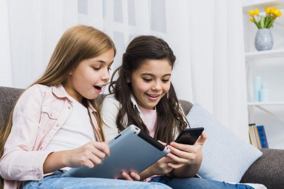 Read more about the article Relația dintre copii și tehnologie. 13 sfaturi de ajutor
