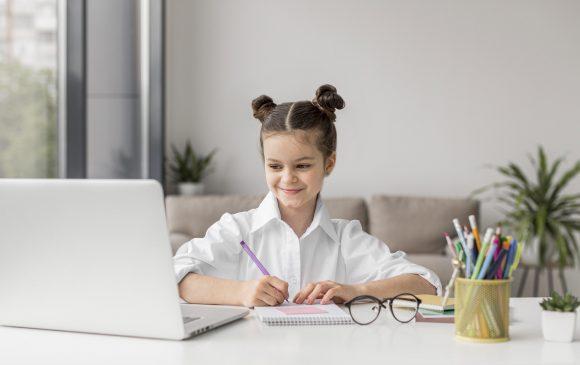 Read more about the article 10 sfaturi și recomandări privind scoala online