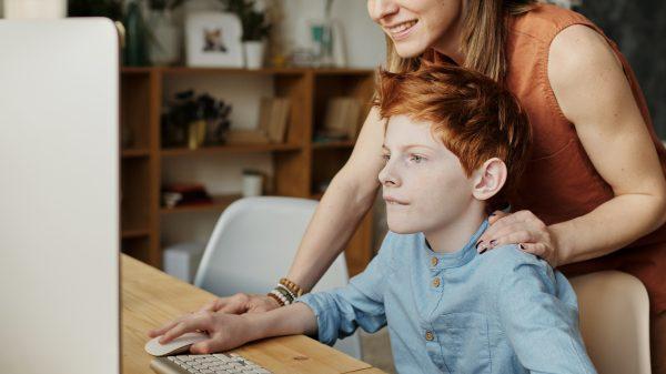 10 activități prin care o mamă și un fiu adolescent se pot conecta unul cu celălalt 1