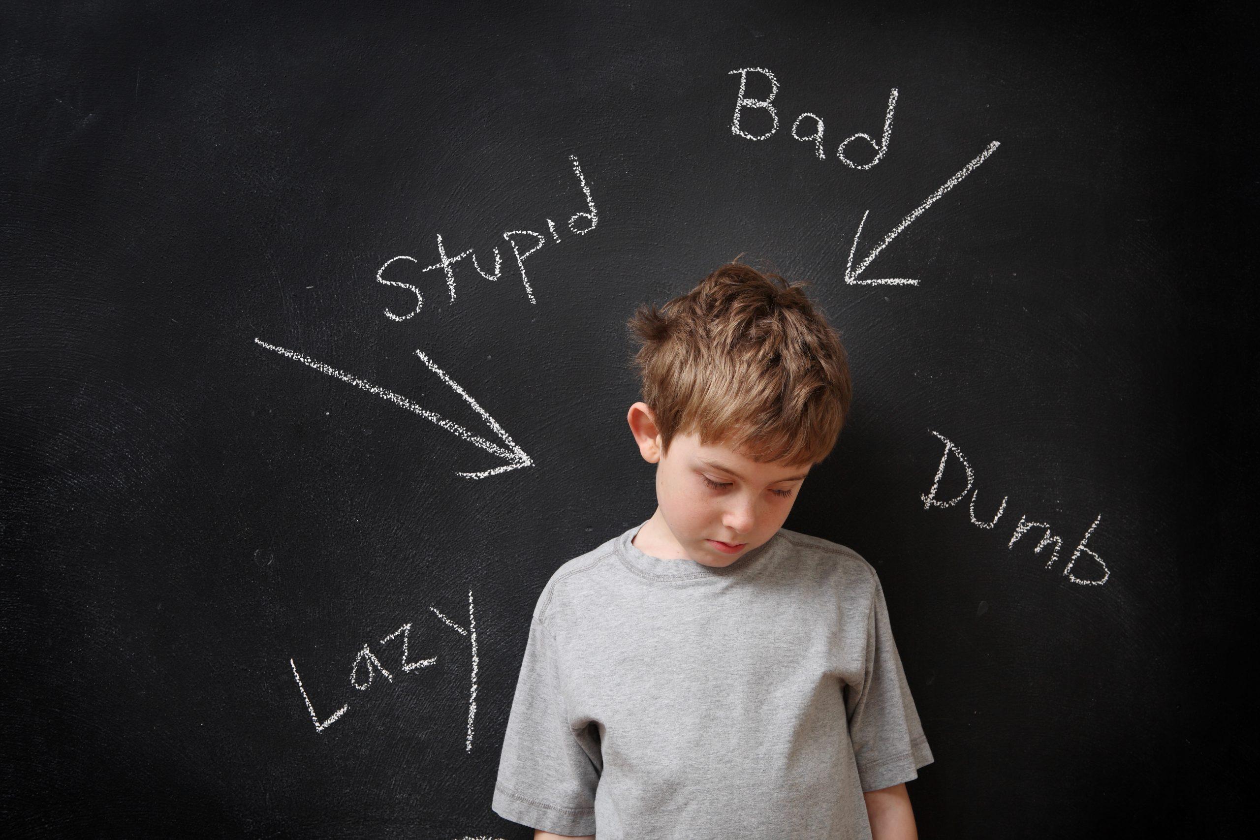6 modalități prin care îl poți ajuta pe copilul tău să se debaraseze de etichetele care i-au fost puse 1