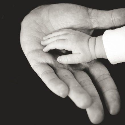 Read more about the article Cum să-i vorbești copilului tău atunci când celălalt părinte este absent
