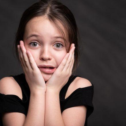 Read more about the article Cum să înțelegi sursele anxietății copilului tău pentru a-i putea confirma securitatea emoțională