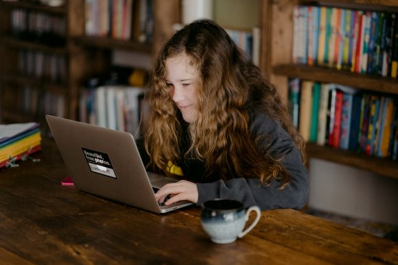 Read more about the article 6 modalități care îi vor ajuta pe adolescenți să evite distragerile și să rămână concentrați