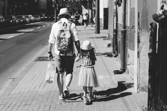 Read more about the article 10 activități pe care orice fiică le poate face cu tatăl său pentru a se conecta unul cu celălalt