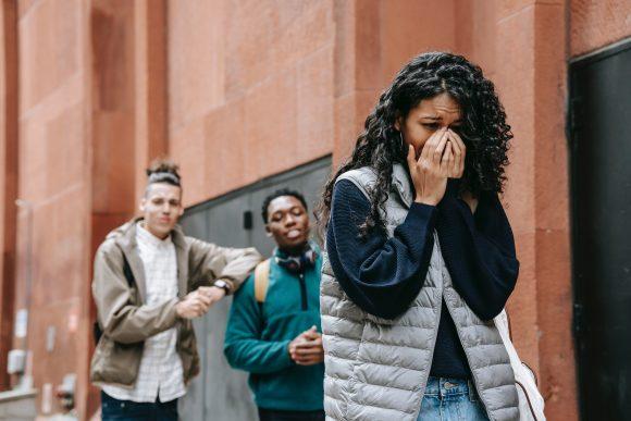 5 moduri prin care îți poți ajuta adolescentul să își combată starea de anxietate 1