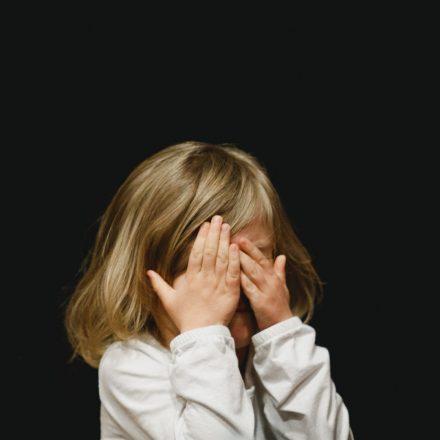 Read more about the article Copilul tău este obraznic? Ce vrea să-ți transmită?